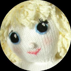 grande bambola di maglia
